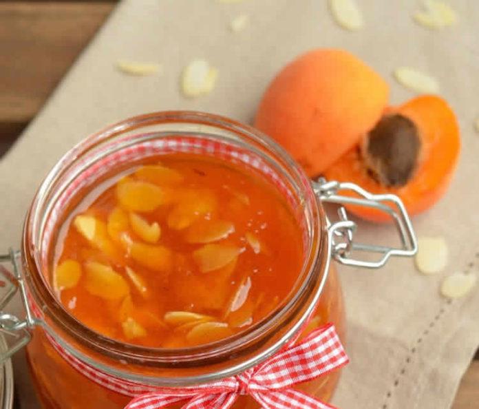 Confiture-dabricots-aux-amandes-Les Jardins e la Cote Rotie vente d'abricots pour confiture Ampuis
